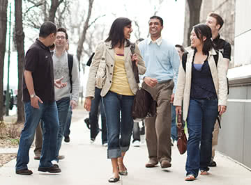 Kellogg 周末MBA students head to class on Saturdays